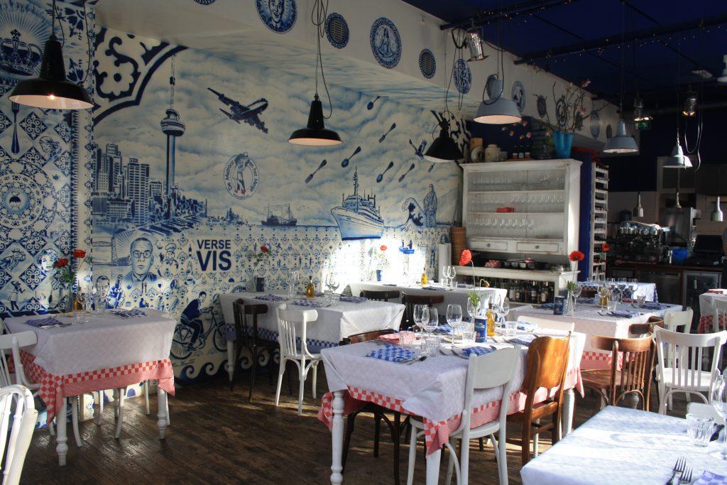 Deli Square, Matroos en het meisje, French restaurant